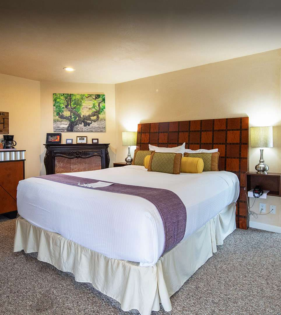 RELAX IN WELL-APPOINTED GUEST ROOMS AND SUITES <span class='textsmall'>IN CARMEL, CA</span>
