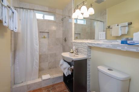 Welcome To Vendange Carmel Inn & Suites - Private Bathroom