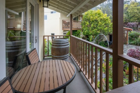 Welcome To Vendange Carmel Inn & Suites - Private Balcony