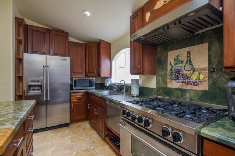 Vendange Carmel Inn & Suites: Deluxe King Suite - Kitchen