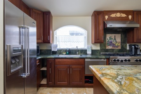 Welcome To Vendange Carmel Inn & Suites - Deluxe King Suite Kitchen