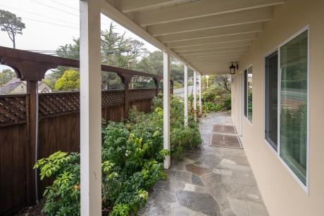 Welcome To Vendange Carmel Inn & Suites - Exterior walkways