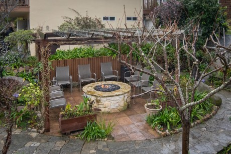 Welcome To Vendange Carmel Inn & Suites - Fire Pit Patio Seating