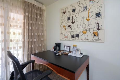 Welcome To Vendange Carmel Inn & Suites - Queen Room Amenities